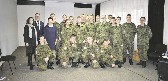Uczniowie I LO PUL w Wołominie włączyli się w akcję przygotowania Świątecznej Paczki dla Rodaków na Kresach