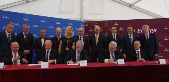Umowa na budowę Elektrowni C uroczyście została podpisana! Były gratulacje i przemówienia, a przede wszystkim zadowolenie z nowej inwestycji.