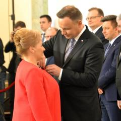 """Elżbieta Jeleń – dyrektor radzymińskiej """"Stalowej Jedynki"""" w gronie osób odznaczonych przez Prezydenta RP"""
