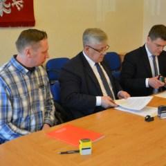 Powiat podpisał kolejną umowę na budowę drogi