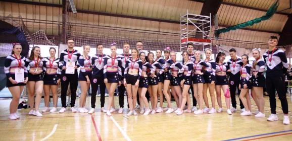 Cheerleaders Iskra z I i II lokatą wracają z zawodów w Budapeszcie