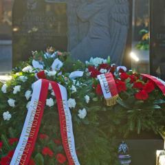 W IX rocznicę katastrofy smoleńskiej złożenie kwiatów na grobie Jarosława Florczaka płk. Biura Ochrony Rządu