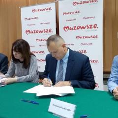 Umowa na przebudowę drogi gminnej w Leszczydole Działkach