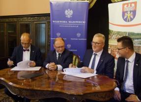 Uroczyste podpisanie umowy na dofinansowanie drogi  z Funduszu Dróg Samorządowych w powiecie wołomińskim