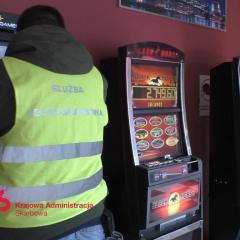 1,8 tys. nielegalnych automatów do gier na Mazowszu w 2019 r.