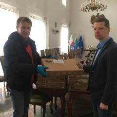 Samorząd Gminy Pułtusk przekazał 35 laptopów do nauki zadanej dla uczniów pułtuskich szkół