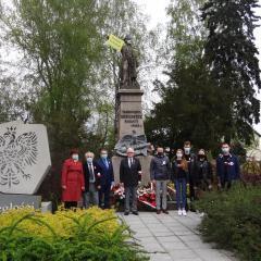 Radzymińska młodzież uczciła Dzień Flagi RP oraz 229. rocznicę uchwalenia Konstytucji 3 Maja