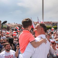 Wybory 2020: Prezydent Andrzej Duda na rynku w Serocku