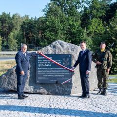 Odsłonięcie głazu upamiętniającego bohaterów Bitwy Warszawskiej 1920