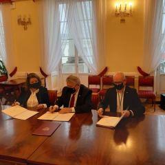 Podpisano umowy na realizację inwestycji drogowych z Funduszu Dróg Samorządowych