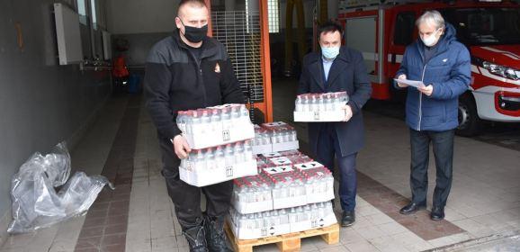 Prawie 2,6 tysięcy litrów płynu do dezynfekcji dostarczono do instytucji z terenu powiatu wyszkowskiego