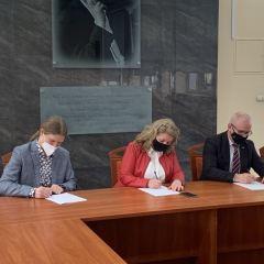 Podpisanie umowy na rozbudowę Zespołu Szkół Ponadpodstawowych w Łochowie
