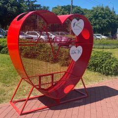 Czerwone serca na nakrętki w Kobyłce – pomagamy potrzebującym