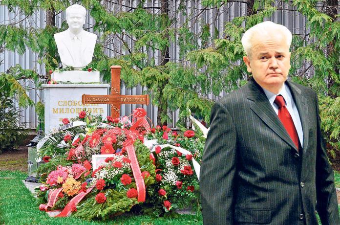 U dvorištu... Miloševićev grob u Požarevcu