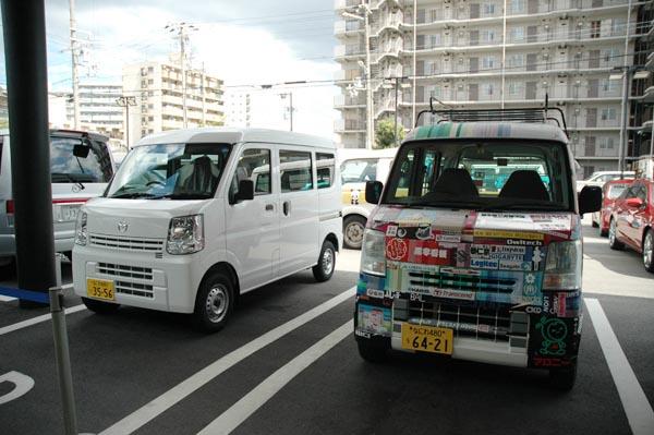 交代する新旧営業車