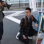 読売テレビ『土曜はダメよ!』ロケで当店へいらっしゃった西川忠志さんと甲骨文字看板