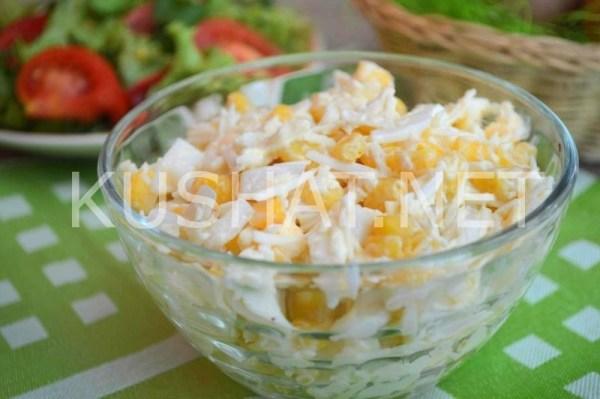 Салат с кальмарами, кукурузой, яйцом и сыром. Пошаговый ...