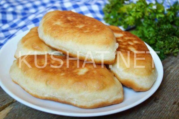 Жареные пирожки на кефире с колбасой и сыром. Пошаговый ...