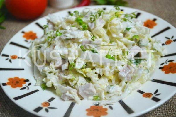 Салат с курицей, сухариками и огурцом. Пошаговый рецепт с ...