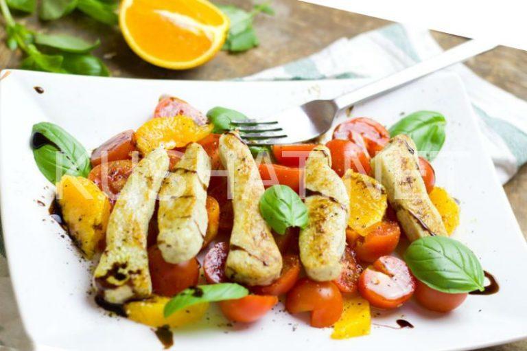 Салат с курицей, апельсинами и помидорами. Рецепт с фото ...