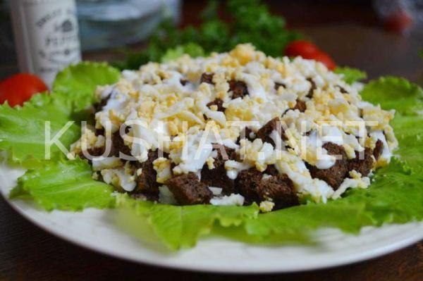 Салат со шпротами и сухариками. Пошаговый рецепт с фото ...