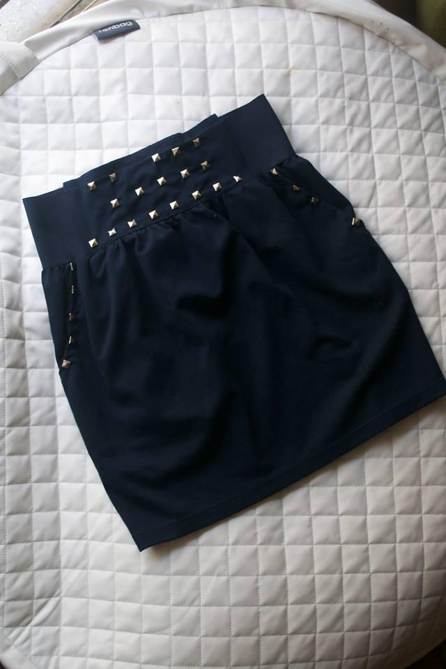 Comment customiser une jupe avec des clous par Kustom Couture