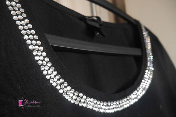 Customisation d'un col de tee-shirt simple avec des strass | Kustom Couture
