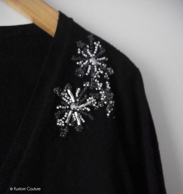 Customiser un gilet basique avec des fleurs brodées de perles | Kustom Couture