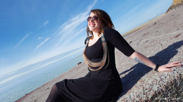 Customiser une robe noire avec un colllier | Kustom Couture
