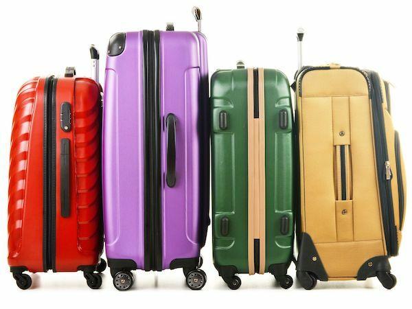 12f7a36015ee8 Sert kabuklu mu? Kumaş yüzeyli mi? 4 Tekerlek mi? Çekçekli mi? Hangi renk,  hangi desen? En iyi valiz nasıl seçilir? Yeni bavul alırken nelere dikkat  etmek ...