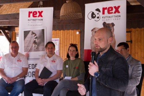 Sajtótájékoztató a Felelős Állattartás Napjának megalapításáról (Rex Kutyaotthon Alapítvány)