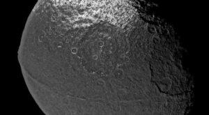 Japetus - maan van Saturnus