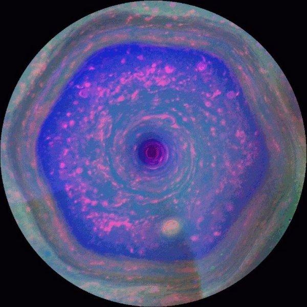 De zeshoek aan de noordpool van Saturnus gefotografeerd door de Cassini-ruimtesonde van de NASA