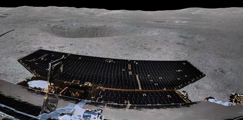 Chang'e 4 en een nabije krater op de verre zijde van de Maan