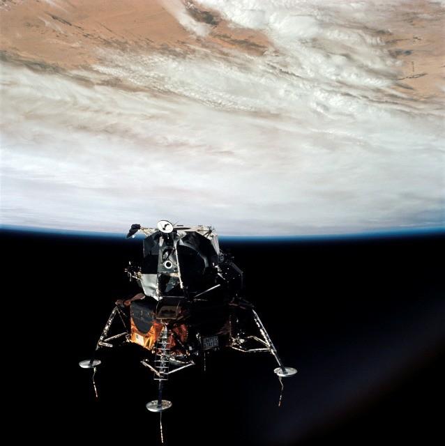 Apollo 9 in een baan om de Aarde
