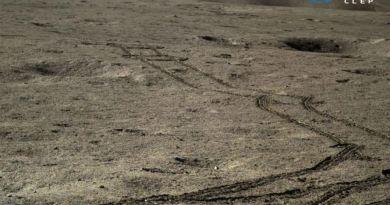 Sporen van Yutu-2 op de verre zijde van de Maan