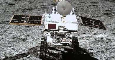 De Chinese maanrover Yutu-2 kort na het verlaten van de maanlander Chang'e-4