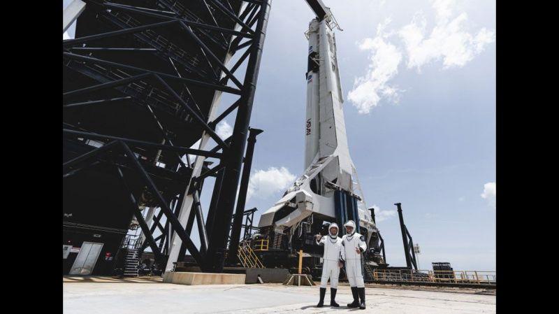 Behnken en Hurley bij hun Falcon 9 raket