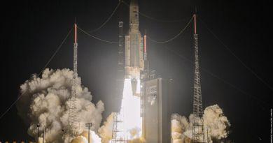 Lancering Ariane 5 raket met aan boord drie satellieten
