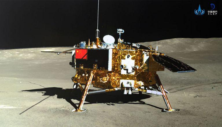 Chang`e 4 gefotografeerd door de maanrover Yutu-2