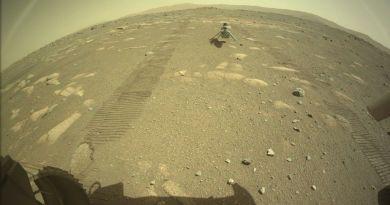 De Ingenuity rover staat op Mars