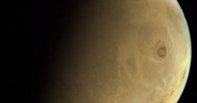 opname van Olympus Mons door de Al Amal ruimtesonde van de VAE