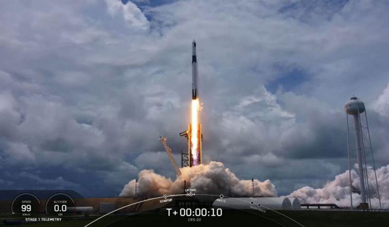 lancering van de Cargo Dragon 22