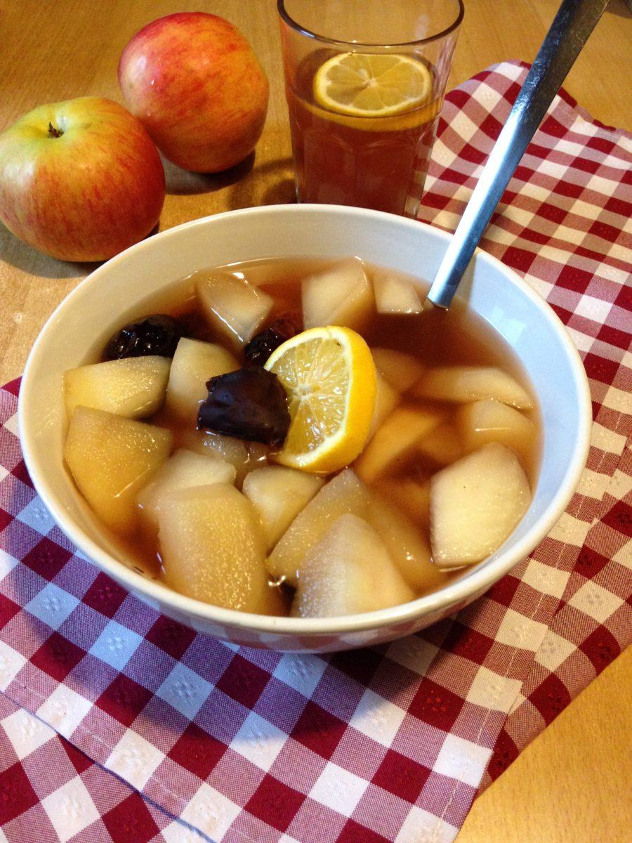 Zimski kompot-topli napitak od jabuka i suvih šljiva