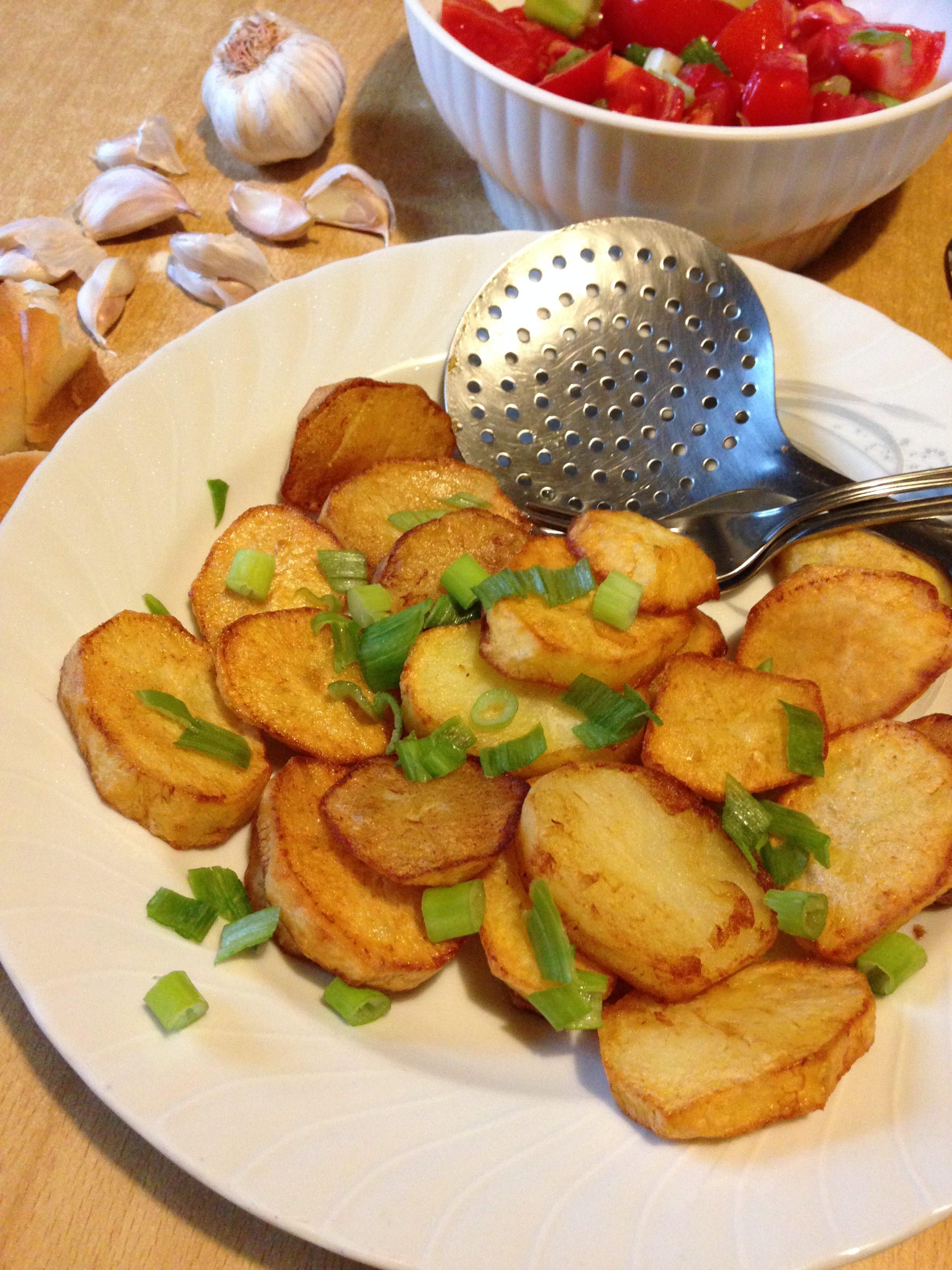 Pečeni krompir sa belim lukom iz tiganja