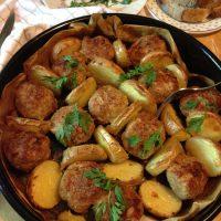 Ćufte od mlevenog mesa i krompir iz rerne