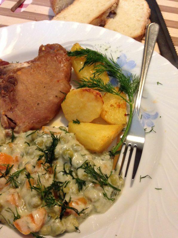 5. Sos poslužiti uz pečeno meso, kobasice, barenu šunku, ili po želji.