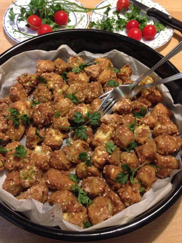 5. Poslužiti toplo uz pire krompir, pirinač, uz pečeno, ili bareno meso, uz salatu od paradajza, ili po želji.
