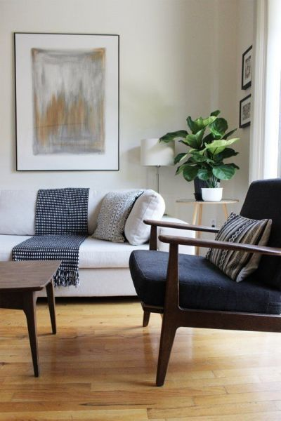 Maximizing Windows and Simple Classic Furniture in the Living Room. Picture Source: Apartment Therapy