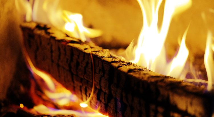 Fireplace Fire Wood Embers Flame  - thetimehiker / Pixabay